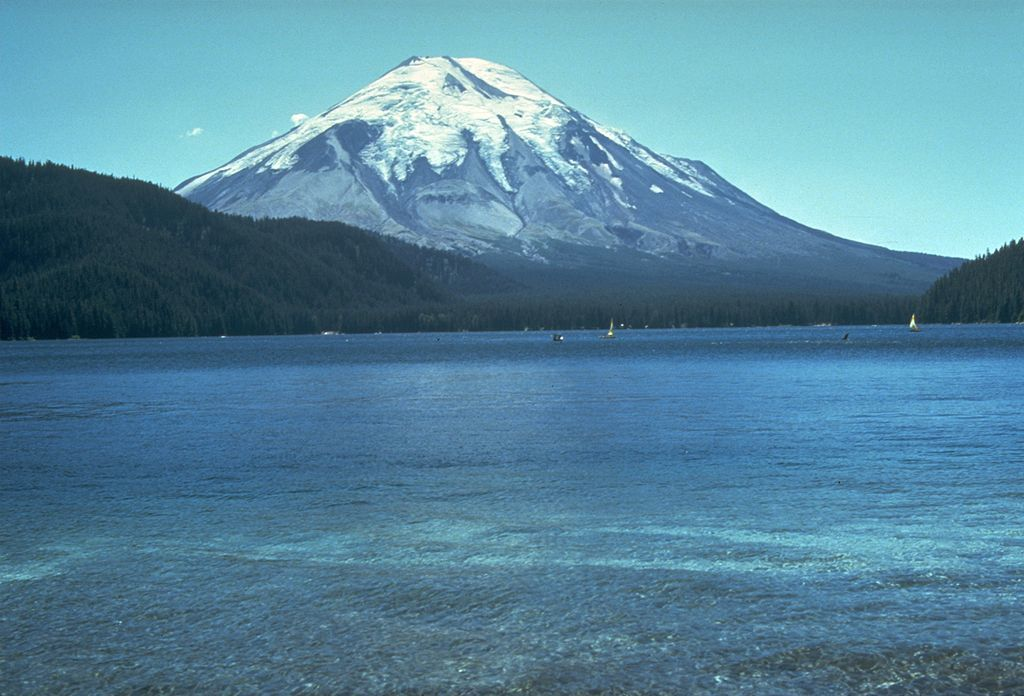 1024px-St_Helens_before_1980_eruption